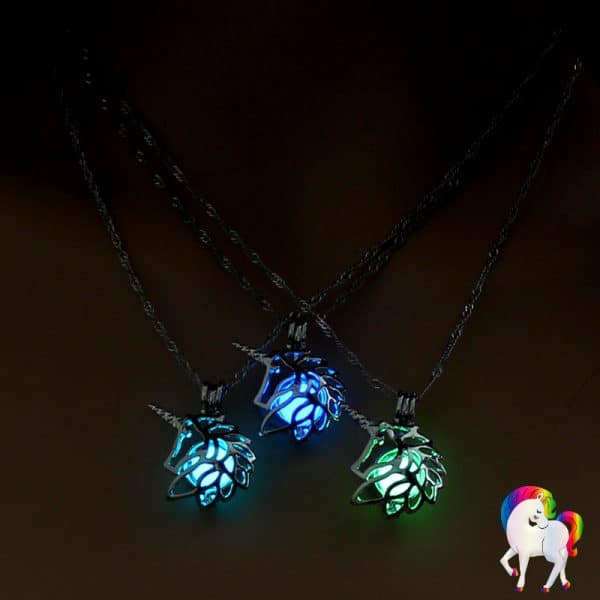 Collier pendentif licorne lumineux, vu de trois pendentif