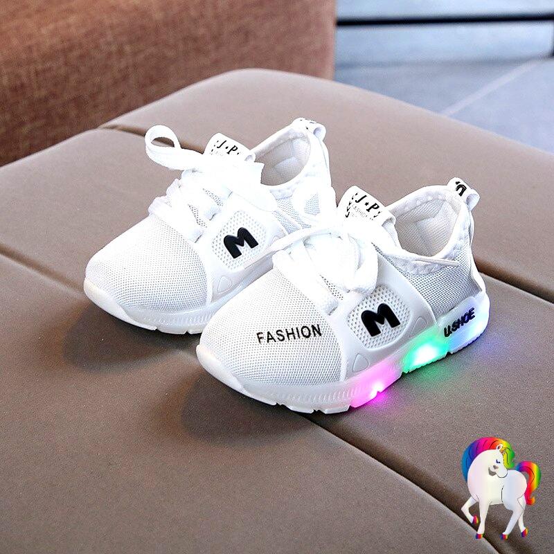 Baskets lumineuses licornes blanche vue de prêt