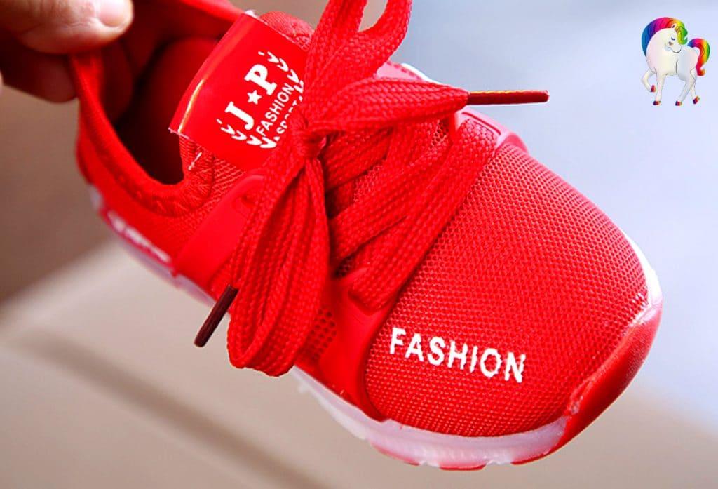 Baskets lumineuses licornes rouge vue de face