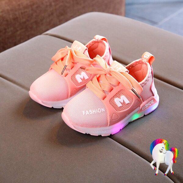 Baskets lumineuses licornes rose vue de prêt