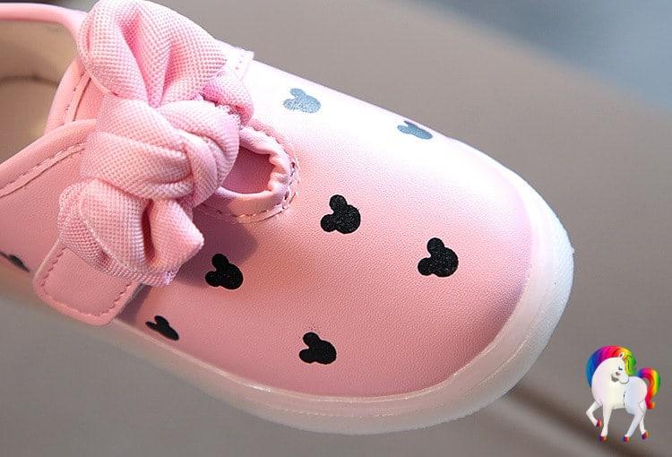 Baskets lumineuses filles licornes rose vue de prêt de face